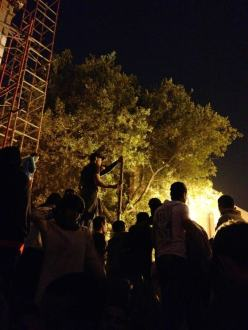 Activists dismantle the Kasr al-Eini Street wall